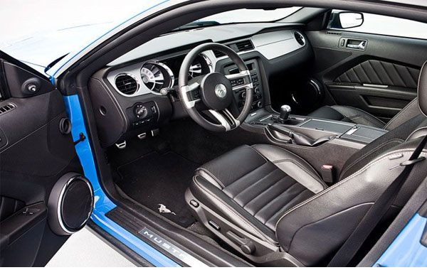 2012 ford shelby gt500 vs 2012 ford mustang v6 autos craze autos blog for 2012 mustang interior lights