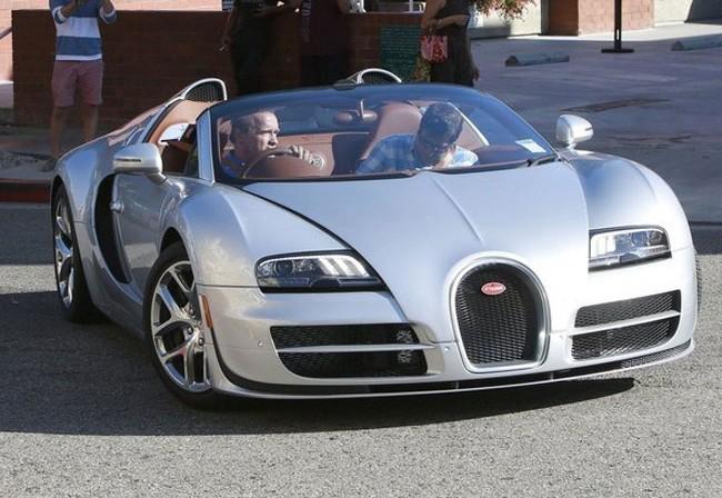 Arnold-Schwarzenegger-Recognized-Driving-2015-Bugatti-Veyron-Grand-Sport-Vitesse